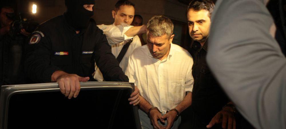 """""""O puscarie de arbitru"""" Primele glume aparute pe internet dupa condamnarea lui Vasile Avram la 3 ani de inchisoare cu executare"""