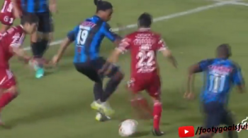 Ronaldinho, ca in vremurile bune! Cum si-a umilit un adversar in Mexic. VIDEO