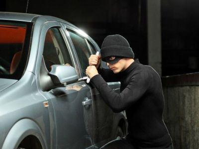 Ce trebuie sa faci ca sa n-o patesti! 5 sfaturi despre cum sa previi furtul din masini