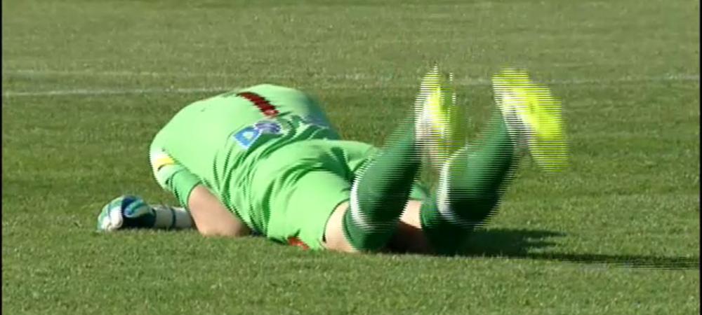 PANICA la Craiova - Dinamo! Marc s-a prabusit pe teren dupa ce o petarda a explodat langa el! Meciul a fost intrerupt