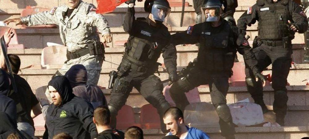 Spectacolul distrus de huliganism   Violente incredibile la unul dintre cele mai tari derbyuri ale Europei, zeci de politisti au fost raniti