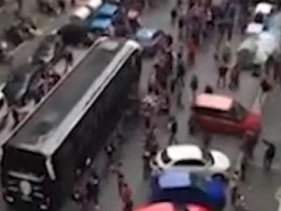 Autocarul lui Juve, atacat cu pumni, picioare, pietre si sticle de fanii lui Torino! Jucatorii au crezut ca nu mai scapa vii! Imagini incredibile: VIDEO