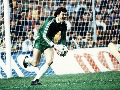 Joi, 7 mai, de la 19:00 APARA DUCKADAM din nou! Urmareste meciul de gala dintre Steaua '86 si Barcelona la Sport.ro!