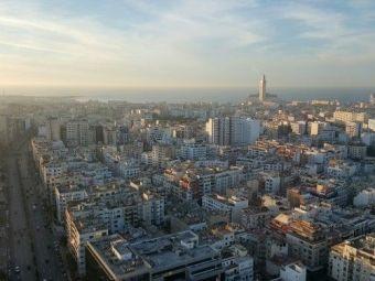 Casablanca si zecile ei nuante de gri. Paradisul superb in care acesti romani s-au trezit. Experianta lor e unica