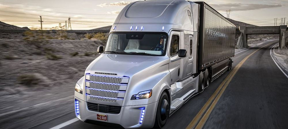 VIDEO Mercedes a lansat primul camion care se conduce SINGUR! Imagini senzationale cu noul Freightliner Inspiration