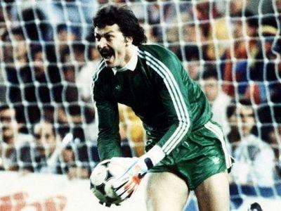 Sarbatoare la Sport.ro din Romania pana pe Sanchez Pizjuan: ACUM LIVE Finala de la Sevilla '86! Sevilla - Fiorentina, 22:00!