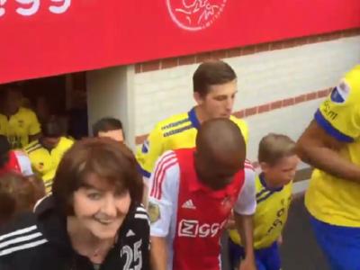 Mama, mama, ce gest! Jucatorii lui Ajax au intrat pe teren intr-un mod unic! Imaginile au facut inconjurul lumii: VIDEO
