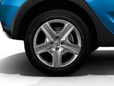 FOTO Dacia a scos masina de 5000 de euro la teste pe strazi. Primele informatii despre modelul pregatit sa cucereasca planeta