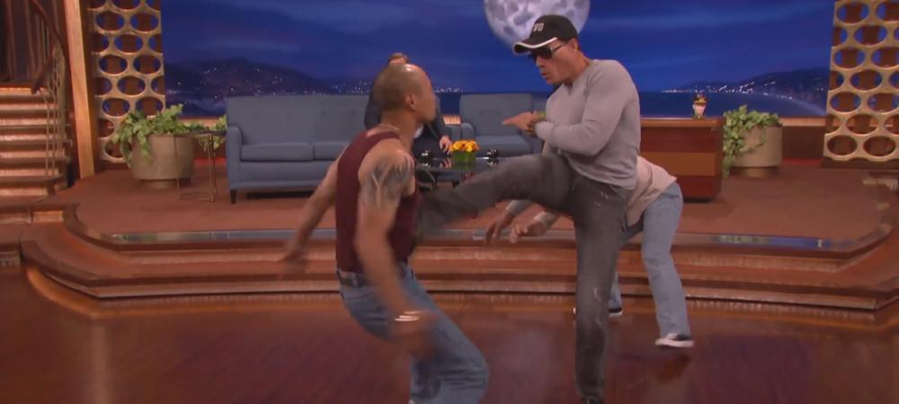 Imagini senzationale cu Van Damme! Celebrul actor s-a batut intr-o emisiune! Vezi cum a recreat scena din filmul Kickboxer - VIDEO