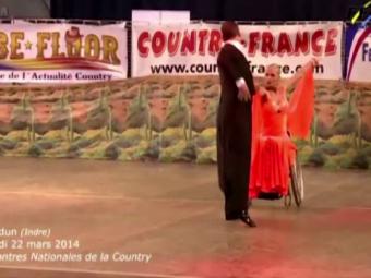 Imaginile emotionante care au cucerit mii de oameni! Cum a impresionat o sala intreaga o dansatoare in scaun cu rotile