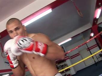 Cat de PUTERNIC e singurul luptator din Romania care se antreneaza cu CAINII! Ce pregateste pentru gala Superkombat de sambata