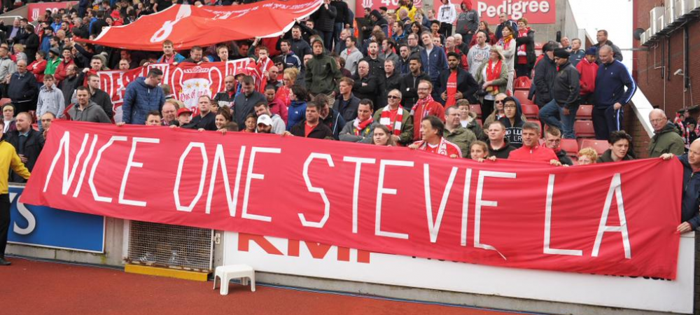 Moment superb la ultimul meci al lui Gerrard la Liverpool! Adversarii l-au lasat sa inscrie unicul gol in umilinta Stoke 6-1 Liverpool - VIDEO