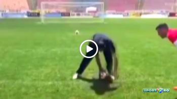 """SUPERVIDEO   Cat de greu poate fi sa nimeresti mingea? Jucatorii din imagine s-au """"spart de ras"""" la antrenamente :)"""