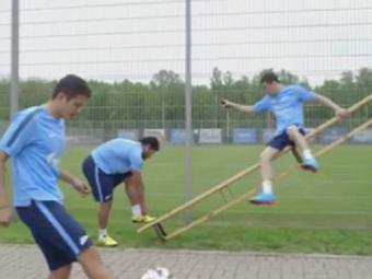 Uriasul Hulk face victime si cand se leaga la sireturi: un jucator de la Zenit era sa-si rupa gatul la antrenament :) VIDEO