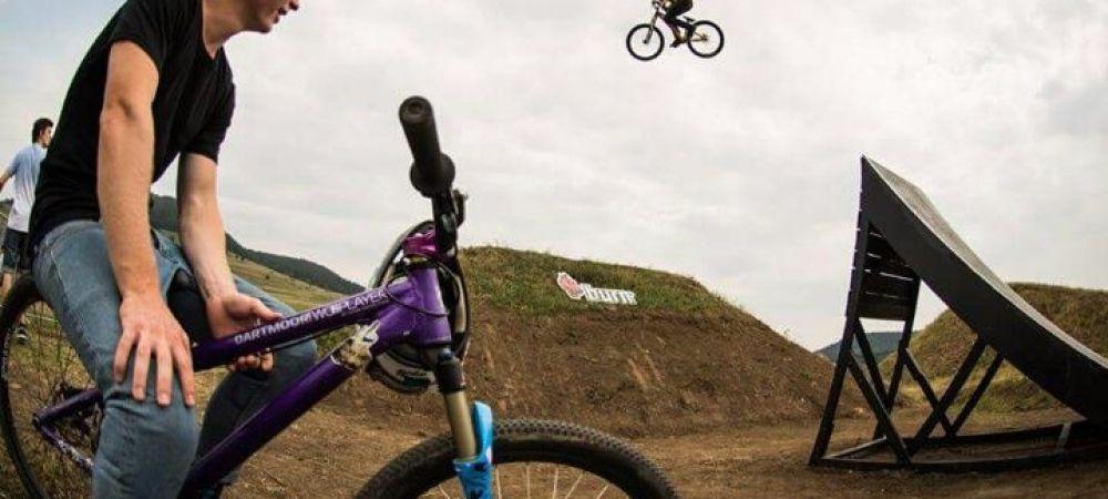 Cei mai tari bikeri din lume, in Romania! Imagini spectaculoase de la Dirt on Fire, competitia de BMX de la Miercurea Ciuc! VIDEO
