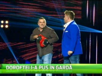SUPERVIDEO   Juratii de la Vocea Romaniei au avut parte de cea mai tare vizita: Doroftei si-a luat manusile si a intrat in ringul emisiunii :)