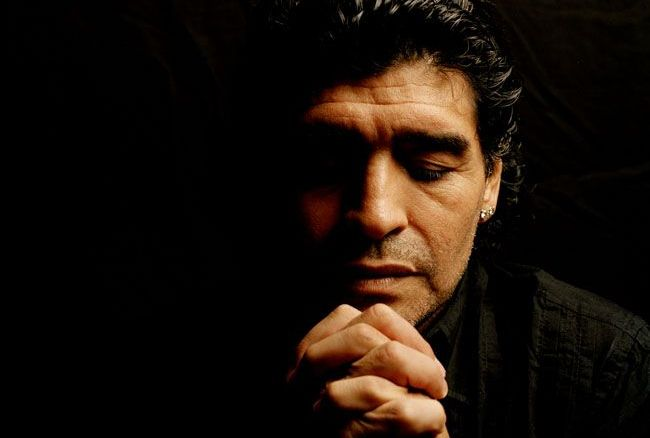 Moment SENZATIONAL pentru Maradona! Revedere cu arbitrul care a validat golul marcat cu mana in '86. Ce cadou i-a dat