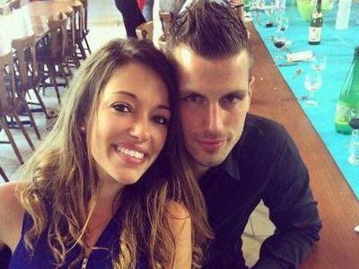 El castiga 140.000 de euro pe saptamana, ea vinde incaltaminte intr-un magazin! Care este cea mai muncitoare iubita de fotbalist