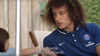 """Eu sunt David! Incantat!"" Replica senzationala a acestei fetite cand l-a primit pe David Luiz in casa ei. VIDEO"