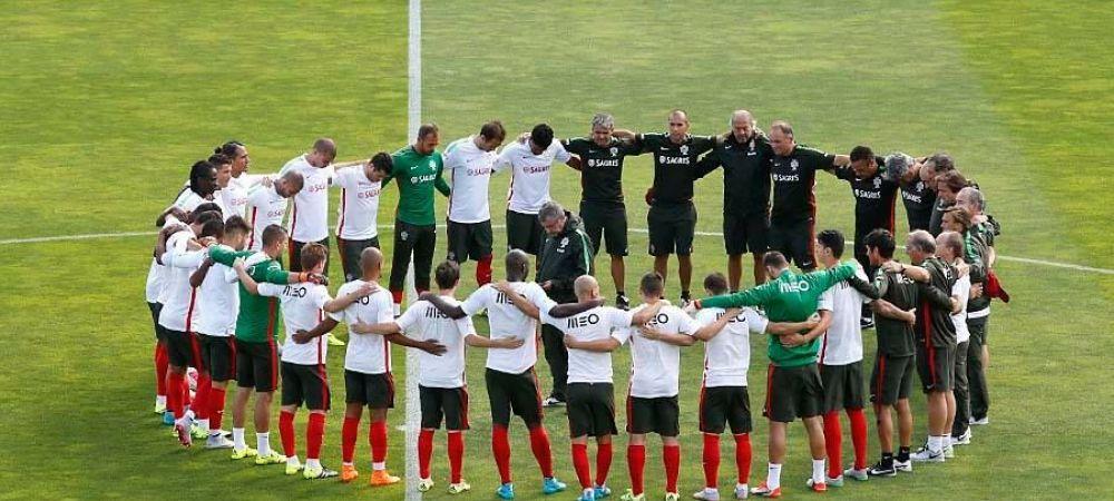FOTO Scena emotionanta in cantonamentul Portugaliei! Moment de reculegere pentru refugiatii care au murit! Mesajul lui Ronaldo