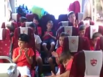 Au invatat de la Rosenborg! Nebunie in microbuzul juniorilor de la Dinamo: ce melodie au cantat VIDEO