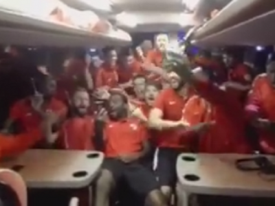 S-au intors spartanii! VIDEO Dinamovistii au cantat ca nebunii in autocar dupa victoria cu Pandurii! Rednic, 10 meciuri fara infrangere