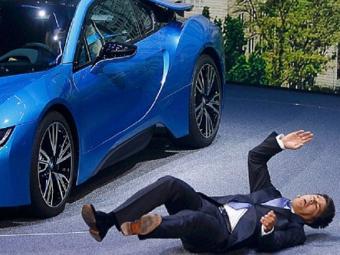 Imaginile care au creat panica la Salonul Auto de la Frankfurt: CEO-ul BMW a cazut pe scena in timpul prezentarii noului i8 VIDEO