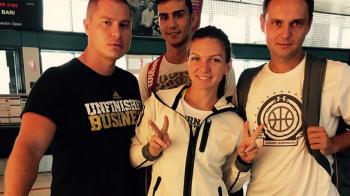 """FOTO """"China ne asteapta!"""" Simona Halep a incepe pregatirea pentru Turneul Campioanelor! Ce antrenor a plecat cu ea"""