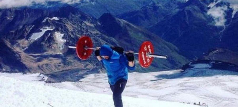 Cea mai mare nebunie din istoria alpinismului! Un rus a urcat pe cel mai inalt varf din Europa cu o haltera de 75kg in spate