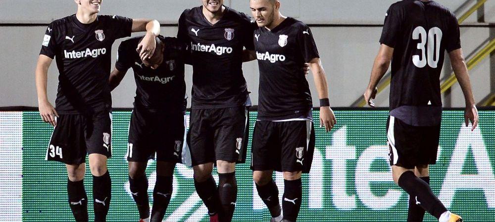 Astra 1-0 Botosani   Echipa lui Sumudica revine pe primul loc al Ligii 1, dupa ce a jucat 80 de minute in superioritate. Budescu si Teixeira au revenit pe teren