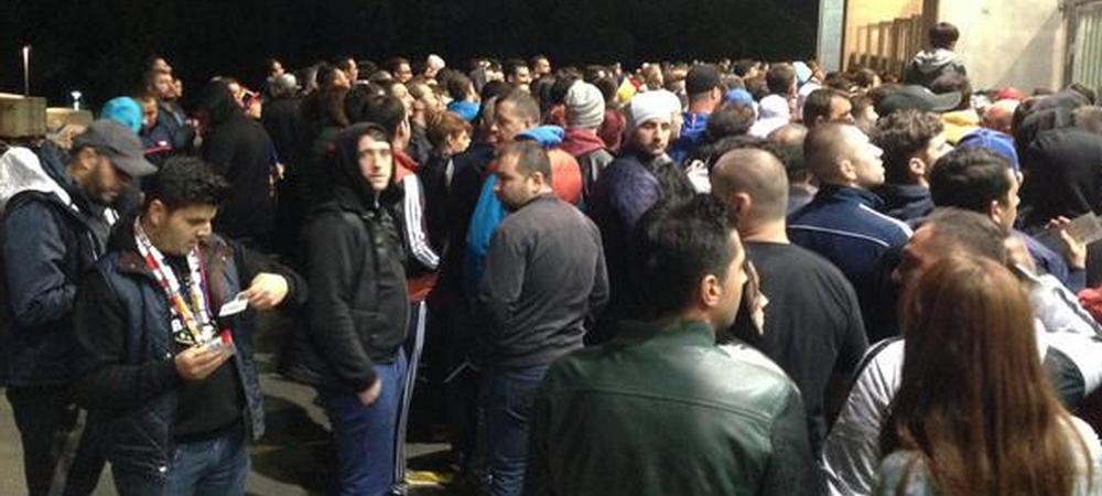 FOTO Haos la National Arena! 10.000 de oameni in afara stadionului in prima repriza! Explicatia Jandarmeriei!