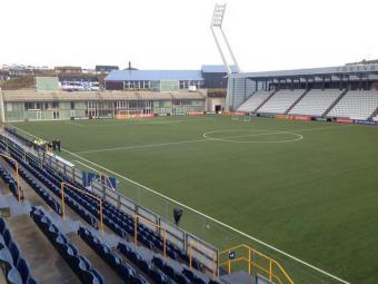 """FOTO   Romania joaca in Feroe pe un gazon care le poate pune probleme jucatorilor: """"E sintetic, iarba e foarte inalta"""". Cum arata arena din Torshavn"""
