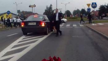 HAOS pe strazile din Varsovia! Ce se intampla cand fanii Legiei si cei ai Wislei se intalnesc la o nunta! VIDEO