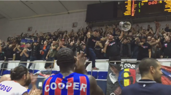 Galeria Stelei a facut super SHOW la meciul de baschet! Steaua a batut Trabzonspor, fanii s-au dezlantuit la final! SUPER VIDEO