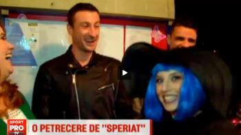 Oltenii au dat in mintea copiilor! Jucatorii lui Sandoi au mers la gradinita la o petrecere de Halloween :) VIDEO