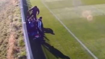 """Scene scandaloase in Romania! Antrenorul din Iasi care isi calca in picioare un junior pe banca: """"Acest om trebuie sa dispara complet din fotbal!"""" VIDEO"""