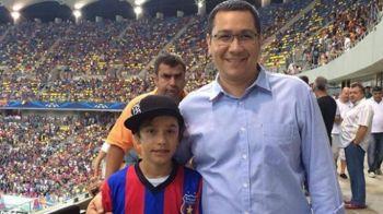 """Surpriza in avionul cu care dinamovistii au zburat spre Timisoara. Victor Ponta i-a insotit pe jucatorii lui Rednic: """"Lasati, ca stim ca tineti cu Steaua"""""""
