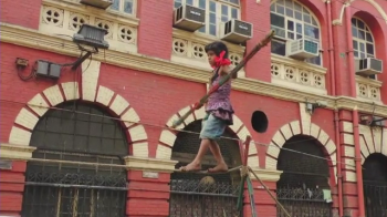 Are 6 ani, vine din India si a ajuns un fenomen in gimnastica. Ce stie sa faca aceasta fetita. VIDEO