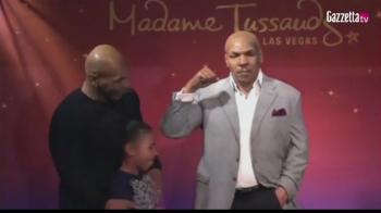 """Cel mai emotionant cadou primit de Mike Tyson: """"M-au imbracat bine!"""" Cum arata statuia de ceara primita de campionul din box"""