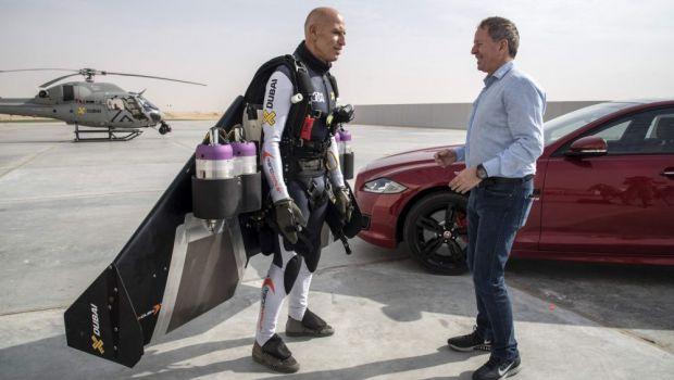 VIDEO Cursa sfarsitului de an! Un Jaguar se intrece cu un OM ZBURATOR in desertul din Dubai! Cine a castigat
