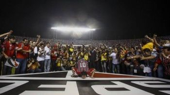 Imagini SENZATIONALE in Brazilia! Portarul-golgheter Rogerio Ceni s-a retras dupa 23 de ani si 131 de goluri! VIDEO