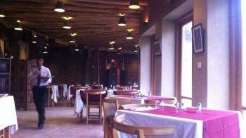 ULTIMA ORA: Atentat sinucigas cu masina-capcana intr-un restaurant francez
