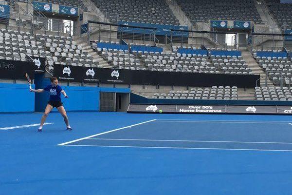 Back on the track   Simona Halep a revenit pe teren si va juca la Sydney. Romanca se pregateste pentru singurul turneu PRE-Australian Open