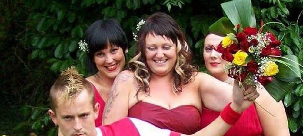 Momente nebune la o nunta din Anglia. Cum a venit imbracat acest suporter al lui Arsenal :)