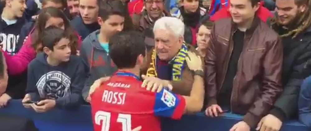 VIDEO SENZATIONAL! Ce dialog a avut Rossi cu un fan de-al lui Levante dupa ce a semnat