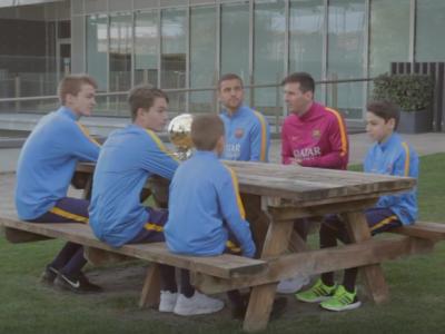 """Pustii Barcei, la masa cu """"Zeul"""" lor! Messi a fost emotionat de o intrebare pusa de capitanul de la U12. VIDEO"""
