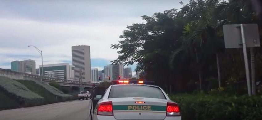 O femeie a oprit o masina de politie dintr-un motiv incredibil! Ce i-a spus politistului