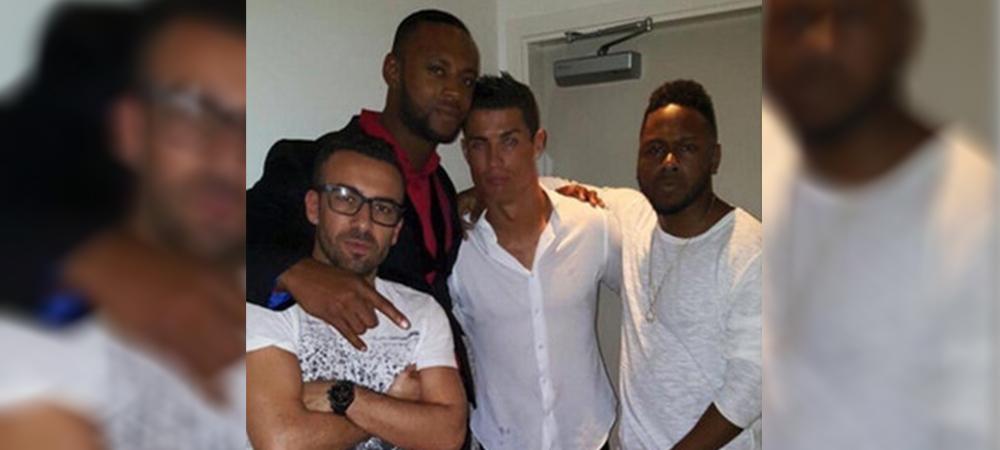 FOTO SENZATIONAL! Cu ce s-a imbracat Cristiano Ronaldo? Toata lumea s-a uitat socata la pantalonii sai