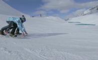 Primul snowboarder cu 4 picioare face senzatie pe partie! Ce a reusit e spectaculos