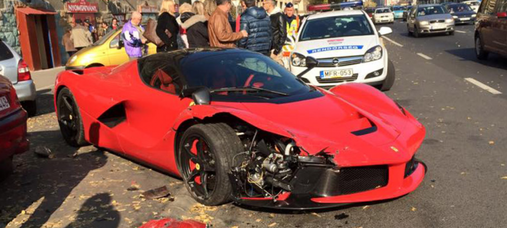 A facut PRAF 3 masini cu un Ferrari de 1,2 mil euro imediat dupa ce l-a cumparat!E IREAL ce a facut soferul cand s-a dat jos din masina